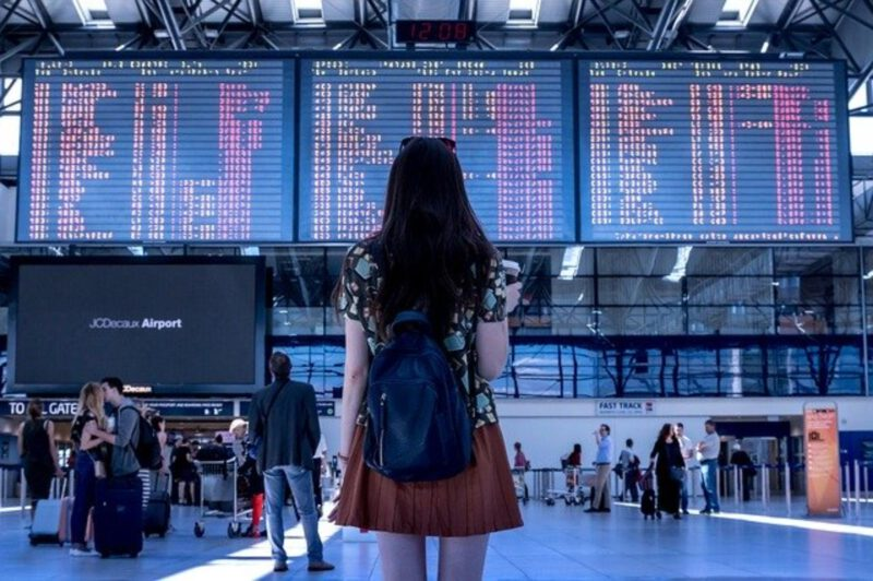 Niezbędnik podróżnika, czyli co można zabrać ze sobą na pokład samolotu